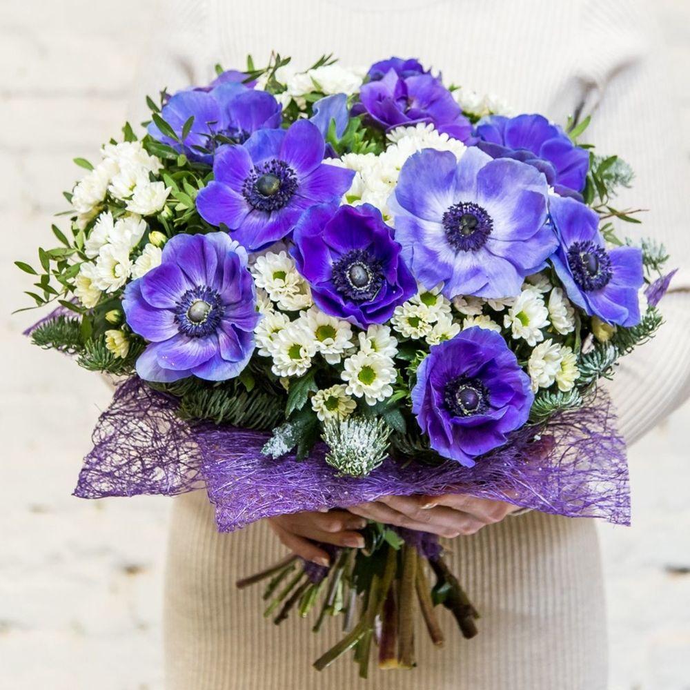 Букет с фиолетовыми анемонами, букеты хризантем альстромерий
