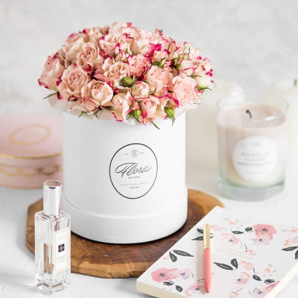 Букет, букет и цветы в шляпных коробках москва