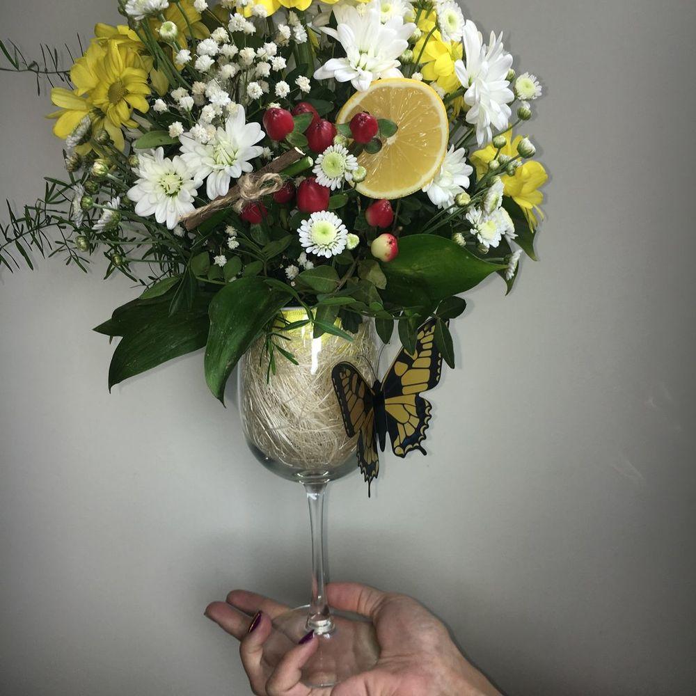 Цветы, букет из цветов в стакане