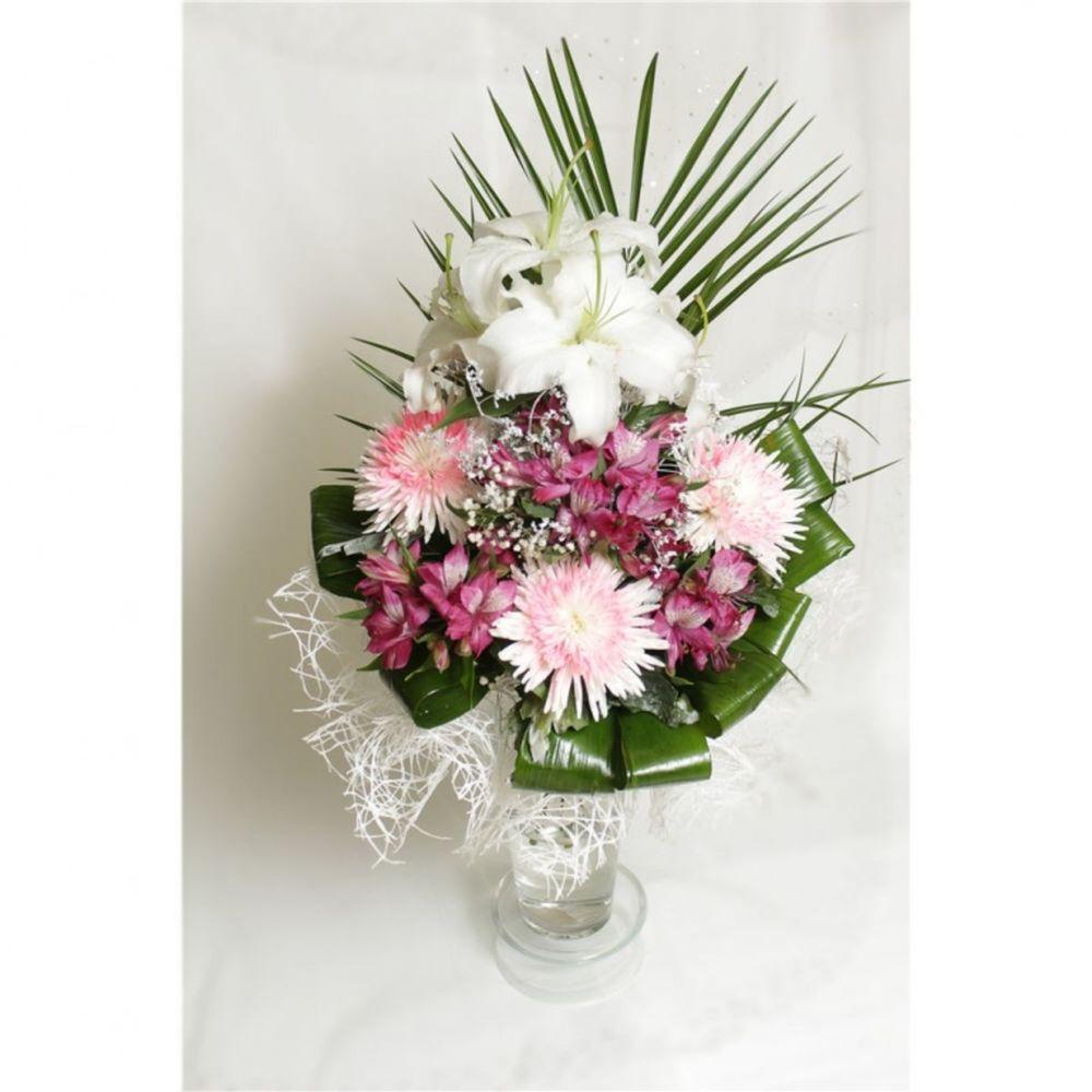 Корзину цветы, цветной букет из лилии и хризантемы