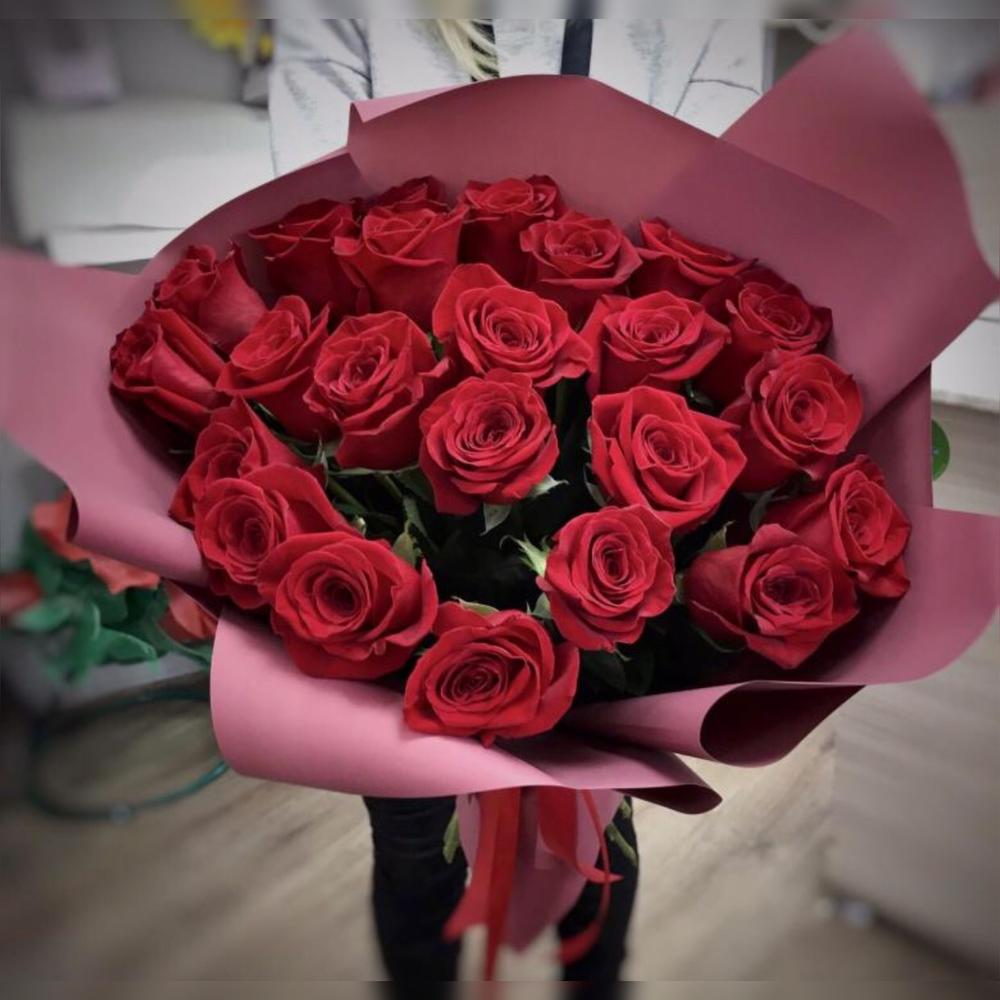 шикарный букет из алых роз фото гурцкая всегда появляется