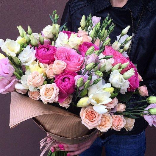 Букет из эустом кустовых роз пионовидных роз фрезий: букеты цветов на заказ Flowwow