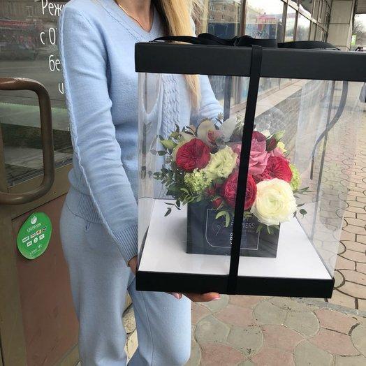 Оригинальная композиция с пионовидной розой в прозрачной коробке: букеты цветов на заказ Flowwow