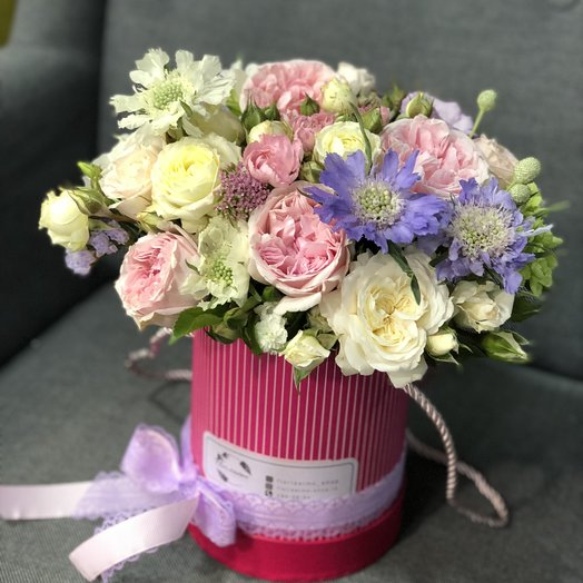 """Букет в шляпной коробочке """"Адель"""": букеты цветов на заказ Flowwow"""