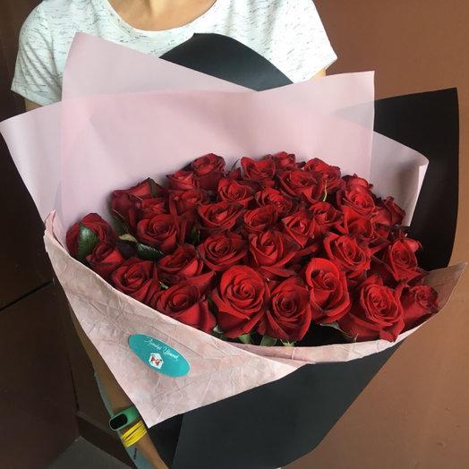 35 красных роз: букеты цветов на заказ Flowwow