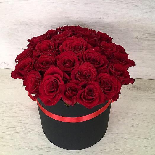 25 эквадорских роз в чёрной коробке: букеты цветов на заказ Flowwow