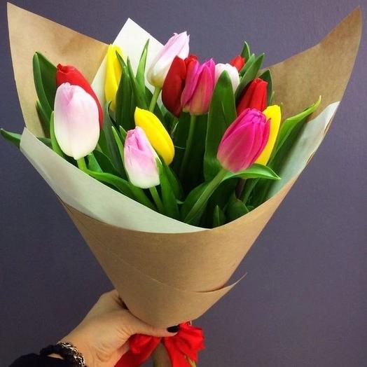 13 разноцветных тюльпанов в упаковке