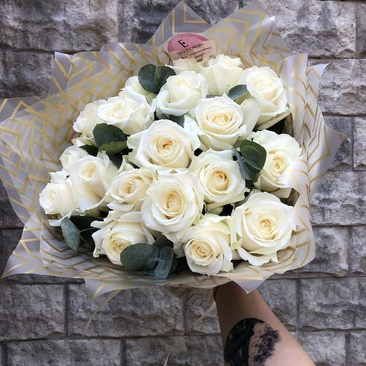 19 розочек с эвкалиптом: букеты цветов на заказ Flowwow