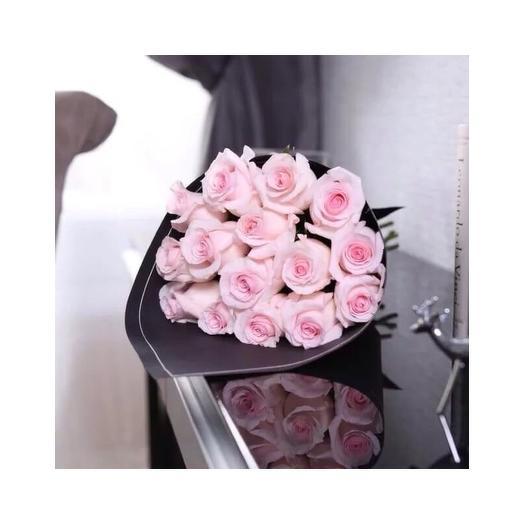 Букет из 15 нежно-розовых роз: букеты цветов на заказ Flowwow