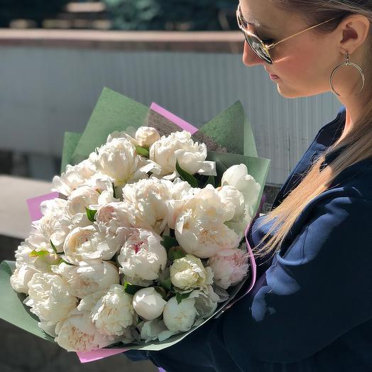 Букет из 25 белых пионов: букеты цветов на заказ Flowwow