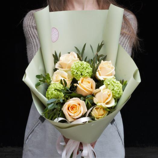 Букет-комплимент: персиковый с вибурнумом: букеты цветов на заказ Flowwow