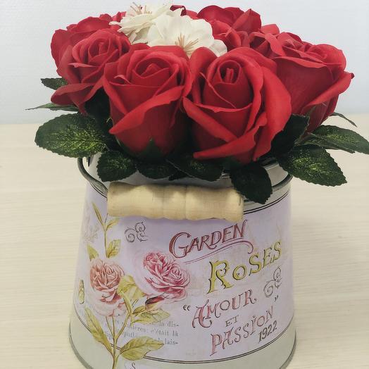Композиция из неувядающих роз и сакуры: букеты цветов на заказ Flowwow