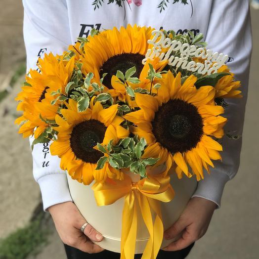 1 сентября.Коробки с цветами. Подсолнухи. N531: букеты цветов на заказ Flowwow