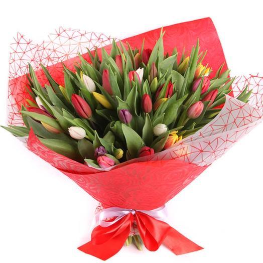 45 тюльпанов в красной бумаге: букеты цветов на заказ Flowwow