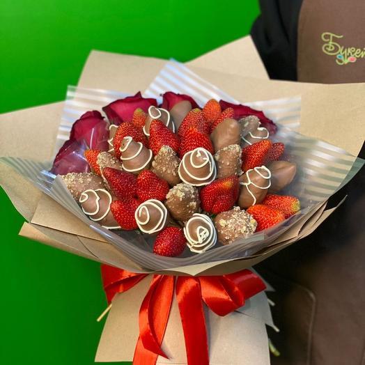 Клубника в молочном шоколаде с розами