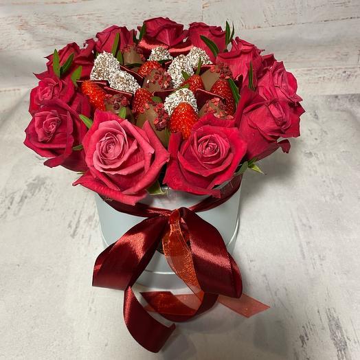 Розы и Клубника в шляпной коробке