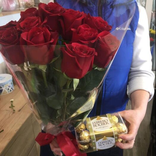 Набор из 11 красных роз  и Ферреро Роше 200 гр