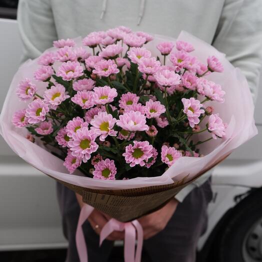 Букет с розовой ромашкой