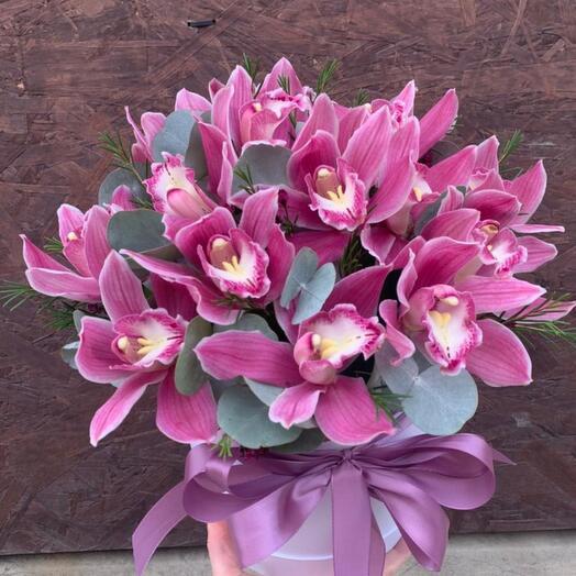 Шляпная коробка с орхидеями «Нежность»