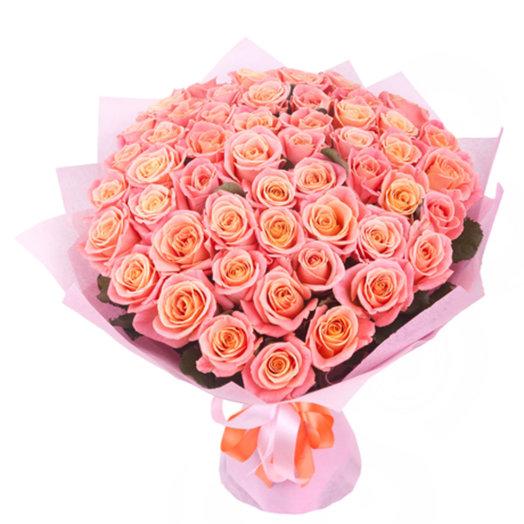 Нежный букет из 51 розы Мисс Пигги: букеты цветов на заказ Flowwow