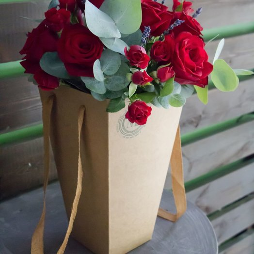 Трапеция с розами и лавандой: букеты цветов на заказ Flowwow