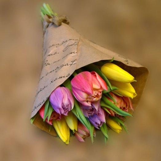 Микс тюльпанов в крафте: букеты цветов на заказ Flowwow