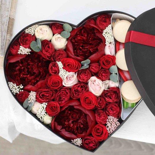 Цветы и макаруны ХL (35х27 см) 0171: букеты цветов на заказ Flowwow