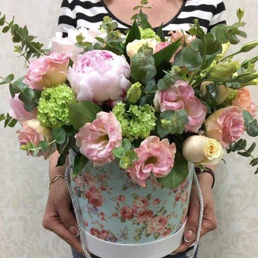 Цветы в шляпной коробке НОКТЮРН: букеты цветов на заказ Flowwow