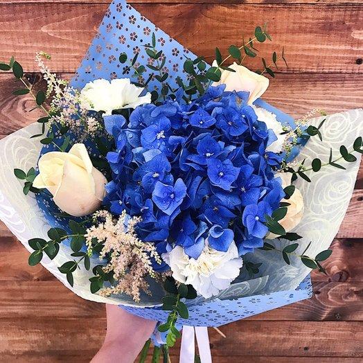 Нежный букет с голубой гортензией: букеты цветов на заказ Flowwow