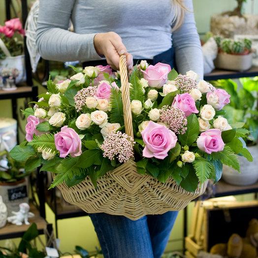 Корзина из роз Адажио: букеты цветов на заказ Flowwow