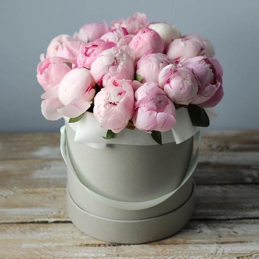 19 нежно-розовых пионов в шляпной коробке: букеты цветов на заказ Flowwow