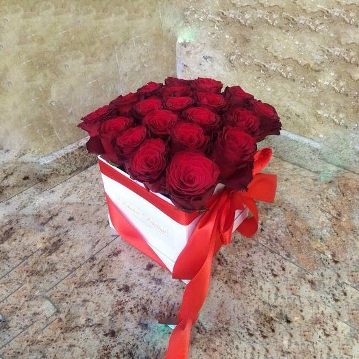 25 красных эквадорских роз в шляпной коробке: букеты цветов на заказ Flowwow