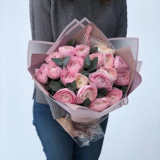 19 Ранункулюсов с эвкалиптом: букеты цветов на заказ Flowwow