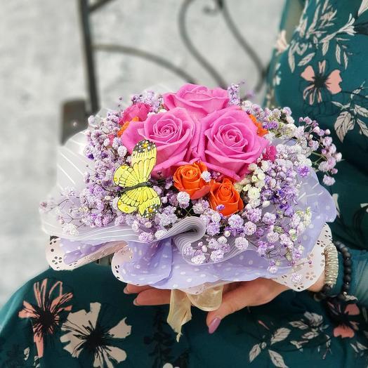 Композиция из роз и гипсофиллы: букеты цветов на заказ Flowwow
