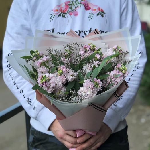 Букет из 9 розовых маттиол. Эвкалипт. Лимониум. N448: букеты цветов на заказ Flowwow