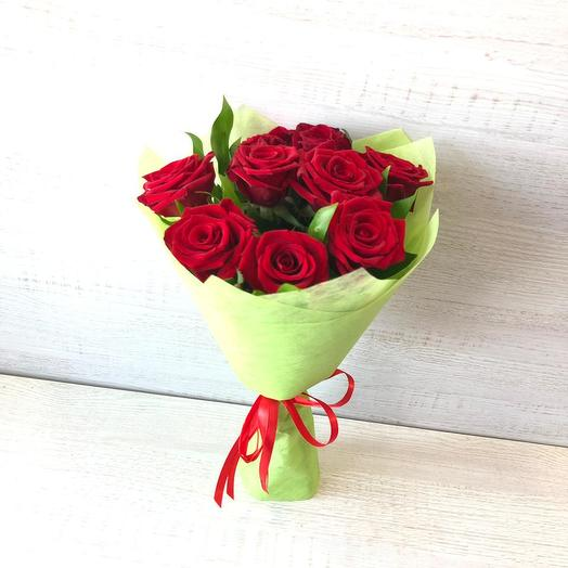 Букет из 9 красных роз, зелень декоративная: букеты цветов на заказ Flowwow