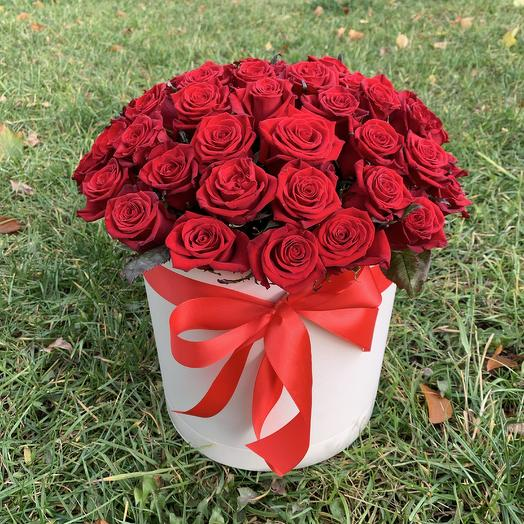 Коробочка из 51 красной розы: букеты цветов на заказ Flowwow
