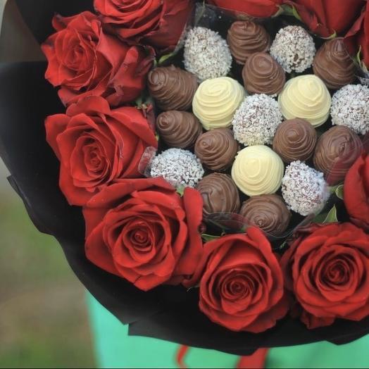 Букет с клубникой и розами «Любимой маме»