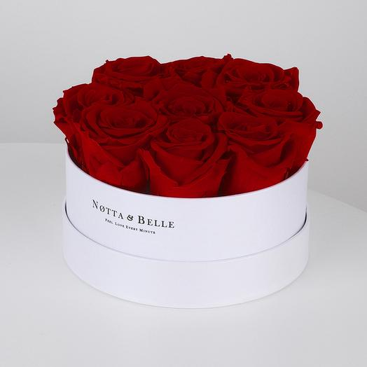 Долговечный букет из 9 роз в круглой коробке (бордовый): букеты цветов на заказ Flowwow