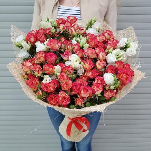 Букет из кустовых роз с эустомой: букеты цветов на заказ Flowwow