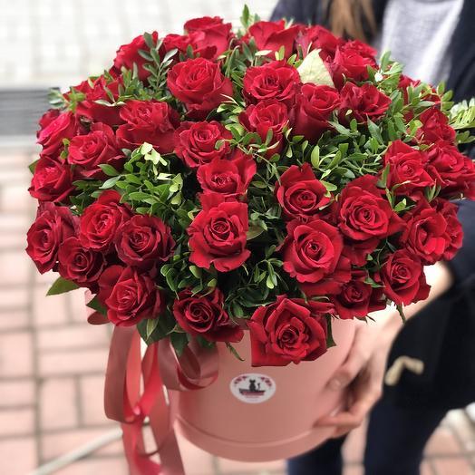 51 роза 🌹 в коробке: букеты цветов на заказ Flowwow