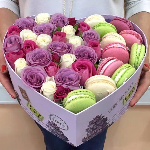 Сердце с розами и макаронс