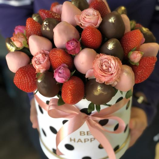 Strawberry bouquet with roses