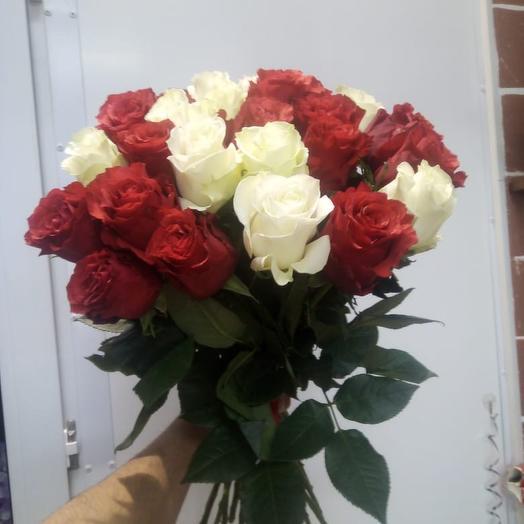 Букет из красных и белых роз: букеты цветов на заказ Flowwow