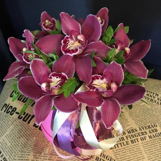 Шляпная Коробка из орхидей: букеты цветов на заказ Flowwow