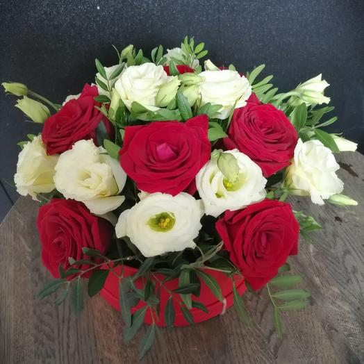 Коробочка из роз и эустомы