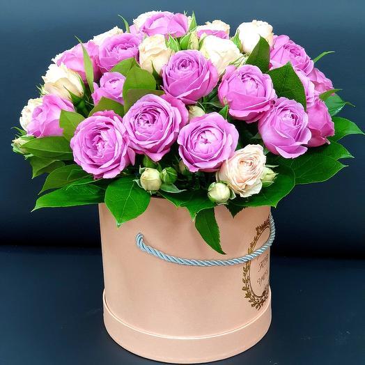 Пионовидны розы в коробке