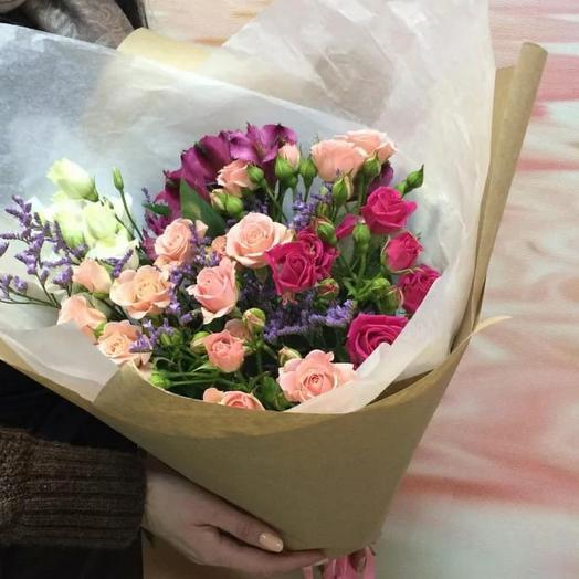 Букетик из кустовых  роз и альстромерий