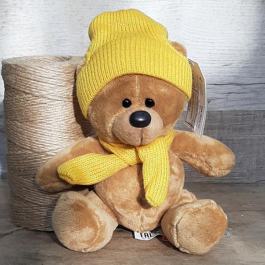Мишка Топтыжкин в желтой шапочке