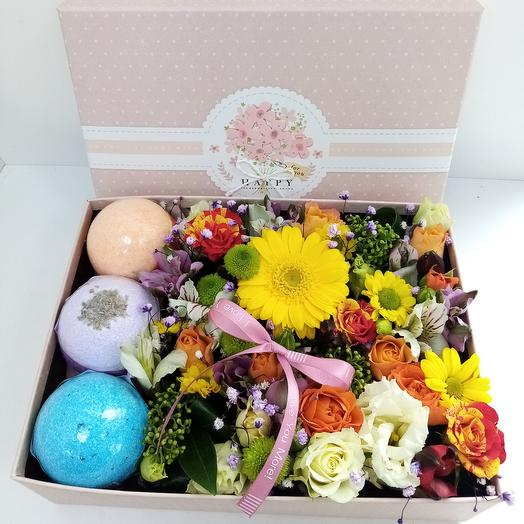 Flowers in a box with fizzy bath bags
